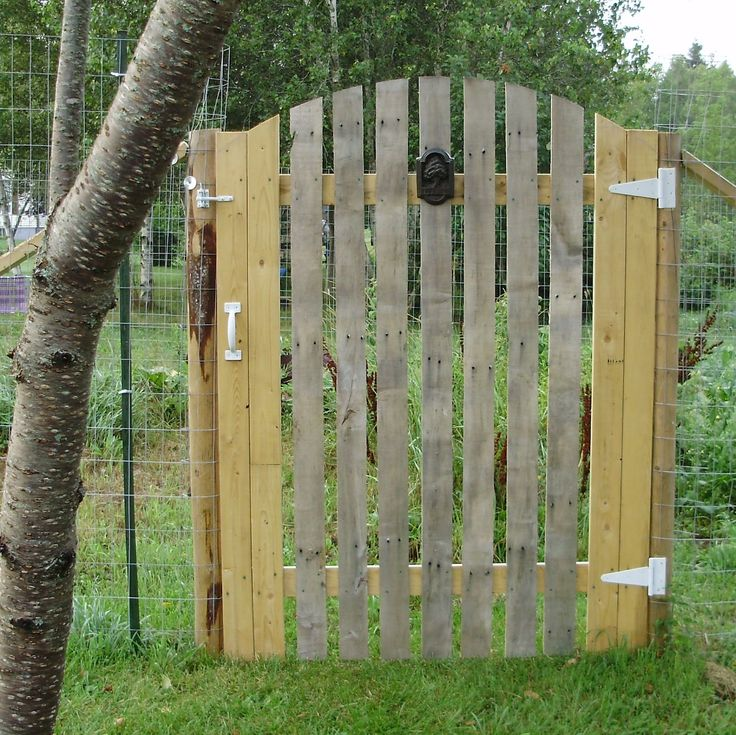 17 best ideas about pallet gate on pinterest pallet door for Diy pallet fence gate
