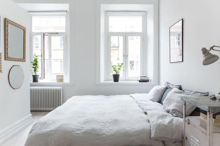 Rymligt sovrum som delats av med walk-in closet