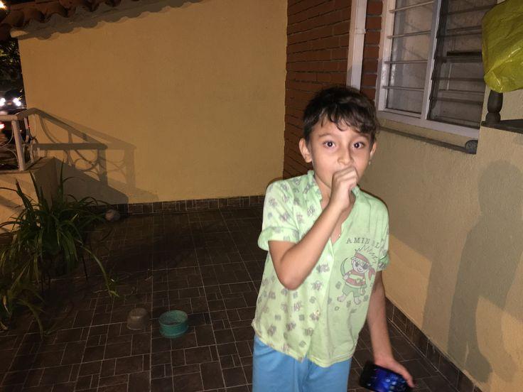 Juan José. Ensayando para la voz Kids.