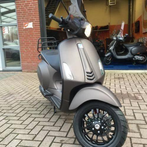 Custom Vespa Sprint mat bruin black 2015 More