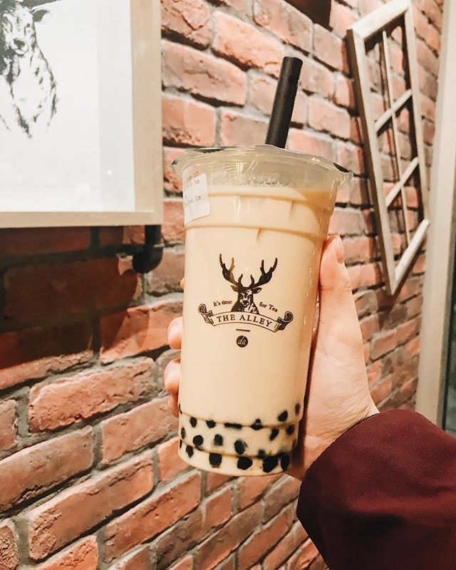 #Repost @thehungrypotatoes Happy New Year!!!! Im starting off the year right with some bubble tea! This was my first time ever trying The Alley (@thealley.to) and my cousin told me to try the Royal no.9 milk tea ($6.70). Its a bit more expensive compared to than other bubble tea chains but I must say that this drink was quite unique compared to other milk teas Ive tried. The tea that they use has a slight floral aftertaste which was quite pleasant. Overall if youre tired of the same milk tea…