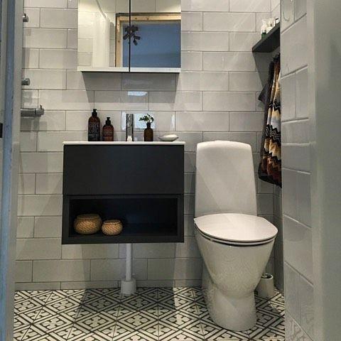 Pop grå från #ccimola med Kerion Classic 20x20 på golv. #badrumsinspiration #badrumsinspo #badrumsrenovering #kakel #kakellagret #jmgkakel #kakelproffs #badrumsproffs #interior #inredning #homestyling #home #badrum