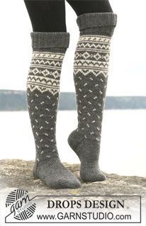 "Knitted DROPS socks with pattern borders in ""Karisma"" ~ DROPS Design"