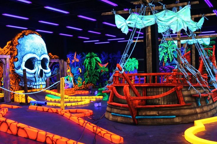 Gatlinburg Tennessee Attractions Blacklight Mini Golf