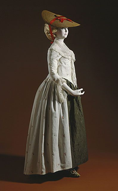 Robe a l'Anglaise ensemble, British, 1780's. Wool crewel embroidery on linen.