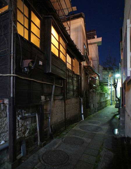 夜散歩のススメ「天祖神社・亮朝院裏の暗渠道」 東京都新宿区