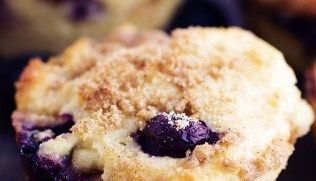Blueberry Cheesecake Streusel Muffins