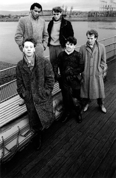 Simple Minds - Simple Minds - Don't you (forget about me) (live) - http://www.youtube.com/watch?v=ZhaHLoK3CF4
