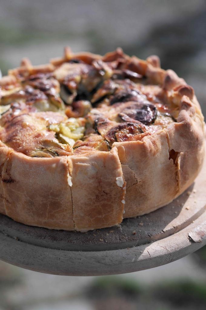 Деревенские пироги, сливки 10%, начинка лосось и коз сыр, использовать белки от предыдущих рецептов, укроп