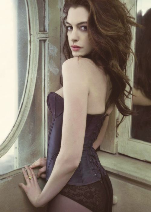 Anne hathaway naked at the door