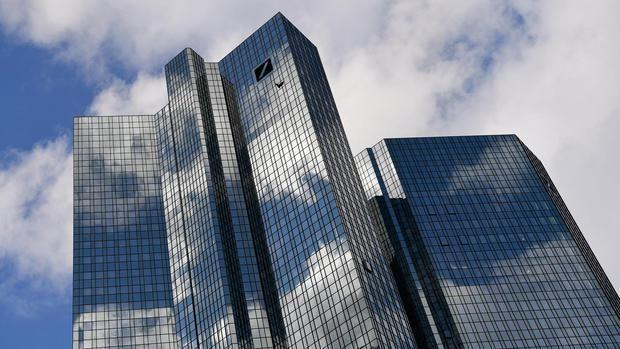 Die Deutsche Bank könnte wegen des Brexit Tausende Arbeitsplätze von London nach #Frankfurt verlagern – und dringt auf schnelle Weichenstellungen. Quelle: Wegen #Brexit: #Deutsche Bank erwägt Ve…