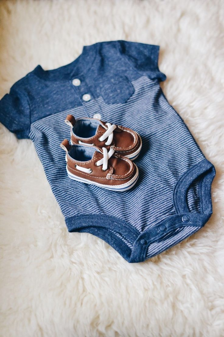 the cutest spring outfit for a baby boy! tiny baby boat shoes and a heathered blue onesie @cartersbabykids #lovecarters {spon}