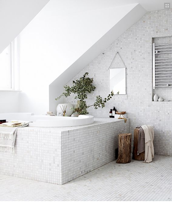 le-sojorner: Beautiful white mosaic bathroom ♥ - tree stumps - built-in decorative radiator