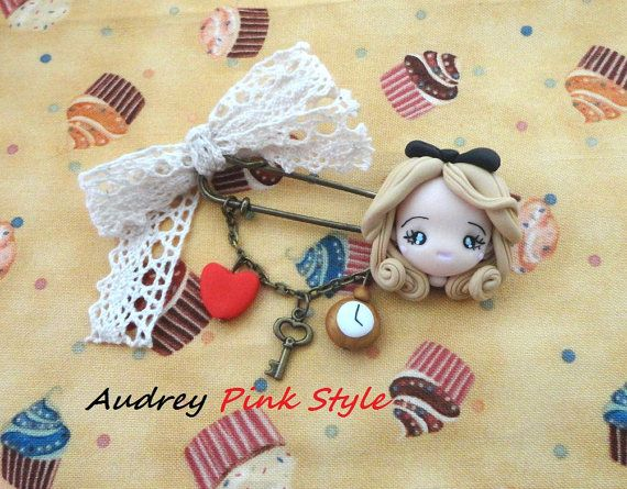brooch Alice in Wonderland polymer clay and by AudreyPinkStyle