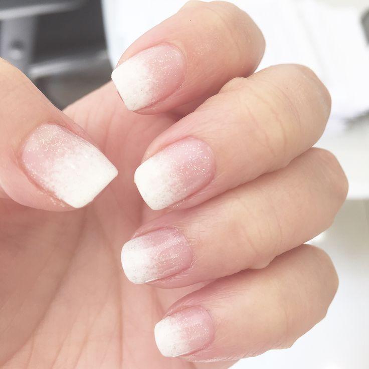 Mis uñas en Esmaltado permanente en degradé con brillos
