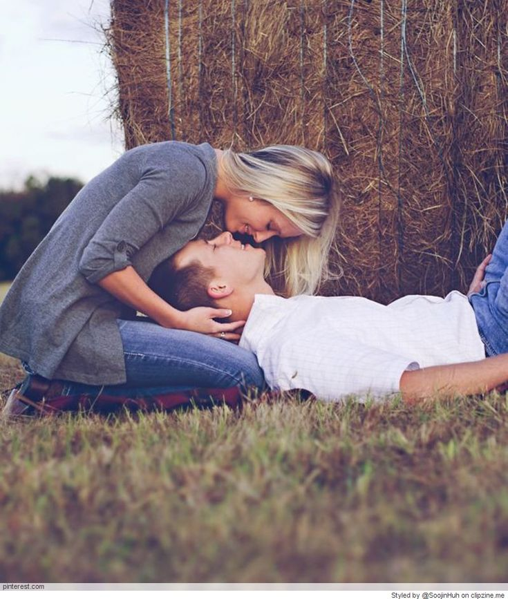 Engagement Pictures Posing Ideas