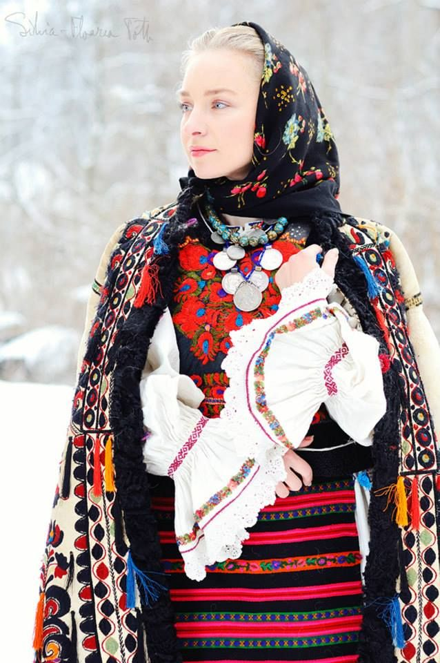 Costum popular Nasau by Silvia Floarea Toth, Romania https://www.facebook.com/pages/Colecţia-de-artă-populară-Silvia-Floarea-Tóth/