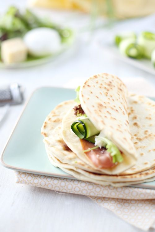 Les piadinas sont une spécialité d'Italie qui ressemblent fortement aux tortillas mexicaines. C'est une sorte de pain plat que l'on plie en deux et que l'o