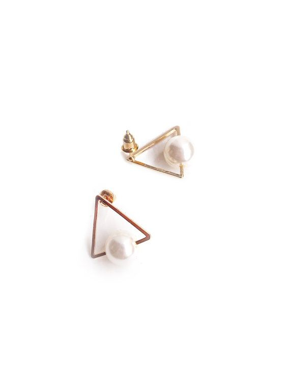 Triangle Pearl Earrings Pearl Earring Triangle por redsister