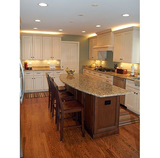 Kitchen Bar Cabinets: Kitchen With Breakfast Bar And White Cabinets