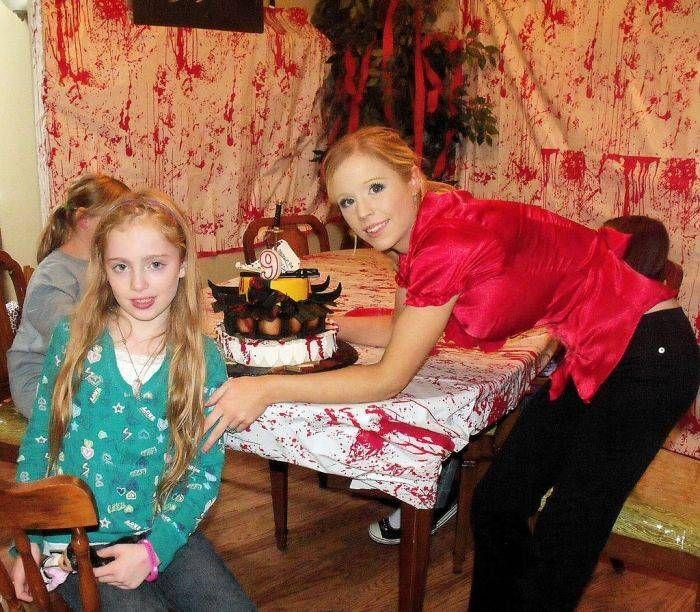 #интересное  Торт в стиле Убить Билла (8 фото)   9-летняя девочка была большой фанаткой фильма «Убить Билла».Фильм, разумеется, не детский, но что поделать, если ребенку нравится.Ее мама решила устроить ей вечеринку по случаю 9го дня рождения в стиле «Убить Б�