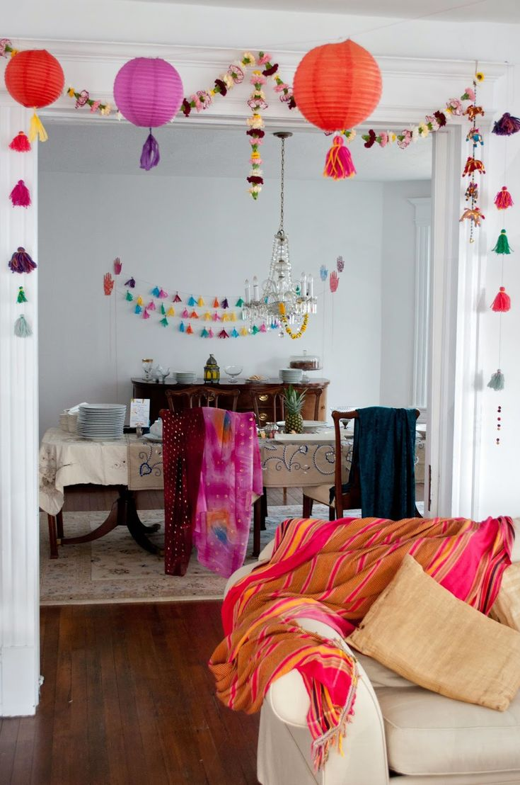 Best 25 bollywood party decorations ideas on pinterest bollywood party india theme party and - Bedroom decorating with balloons ...