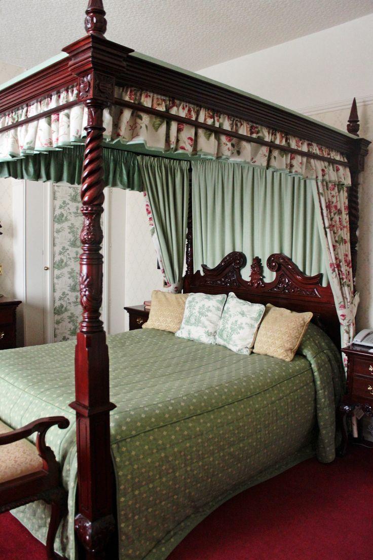 Viktoriánus baldachinos ágy