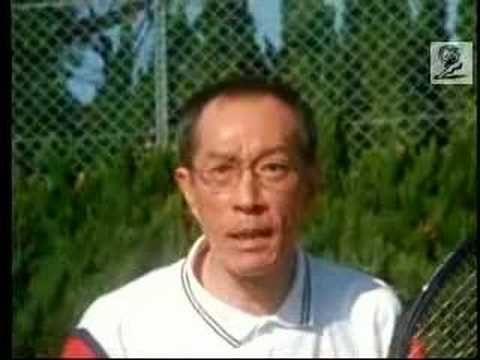 シニアテニス大会でダブルスを組む二人の男性 - YouTube