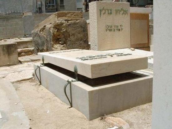 Les pierres tombales et autres tombeaux insolites - Images Insolites
