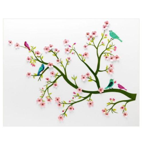 Des branches de cerisier sur lesquelles on vient ajouter des petites fleurs en relief... Voici un décor au concept original qui racontera tout en fleurs, au fil de l'imagination enfantine, le printemps sur les murs de la chambre.