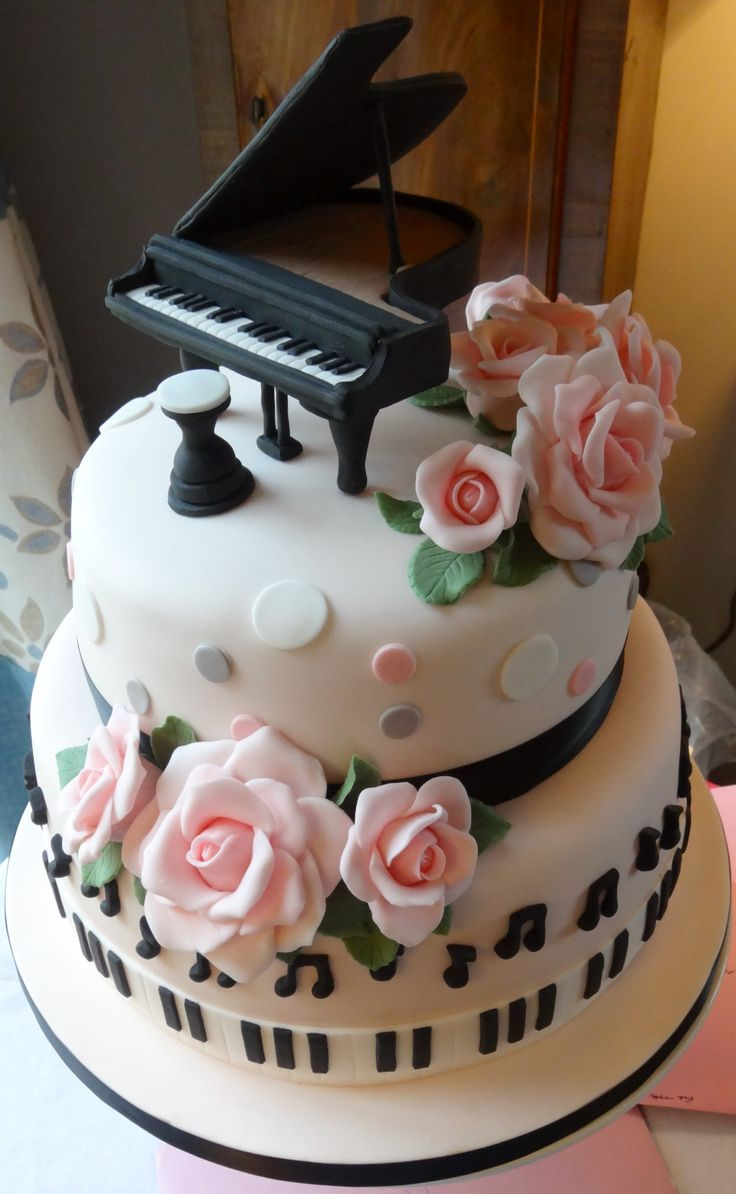 Piano cake. So cute!