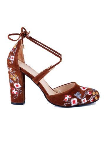 Taba Renkli Nakış İşlemeli Topuklu Ayakkabı - Fotoğraf 4