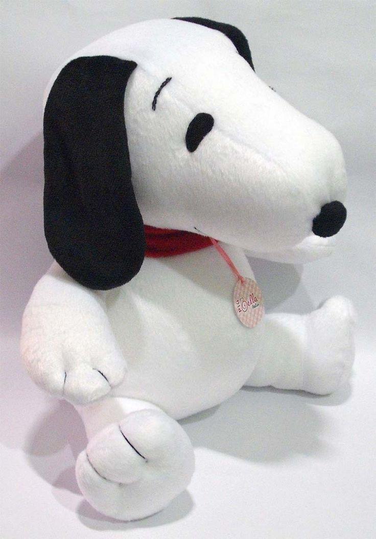 Boneco Snoopy em pelúcia baixa. Perfeito para decorar o quarto do seu bebê ou presentear quem se ama com seu personagem favorito. Enchimento em fibra de poliéster antialérgica.