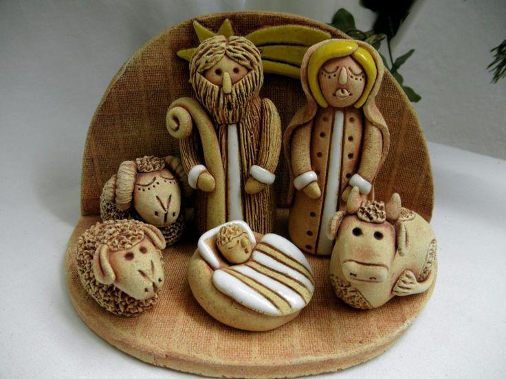 Betlém Keramický betlém, glazovaný. Figurky můžete rozmístit dle vlastní fantazie. Ručně modelované.