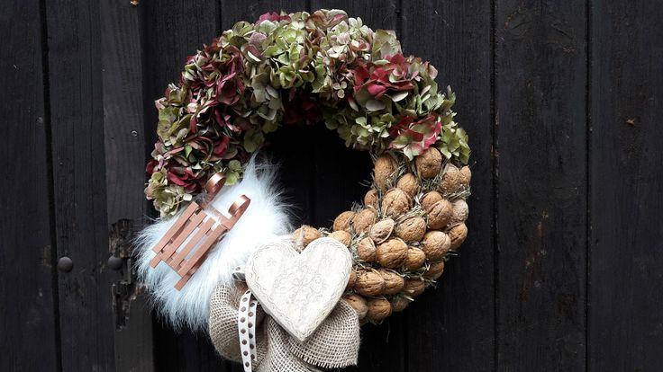 Sáňky+Hustě+vázaný+věnec+s+hortenziemi+,+přírodním+materiálem+++dekoracemi+......34cm