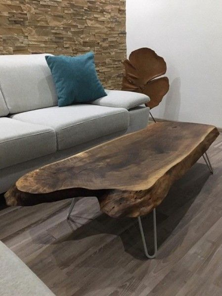 Slovensky-Italiano-English  Konferenčný stolík nepravidelného tvaru z masívneho orechového dreva. V ponuke máme ďalší originálny stolík z prírodného materiálu v kombinácii s kovovými...