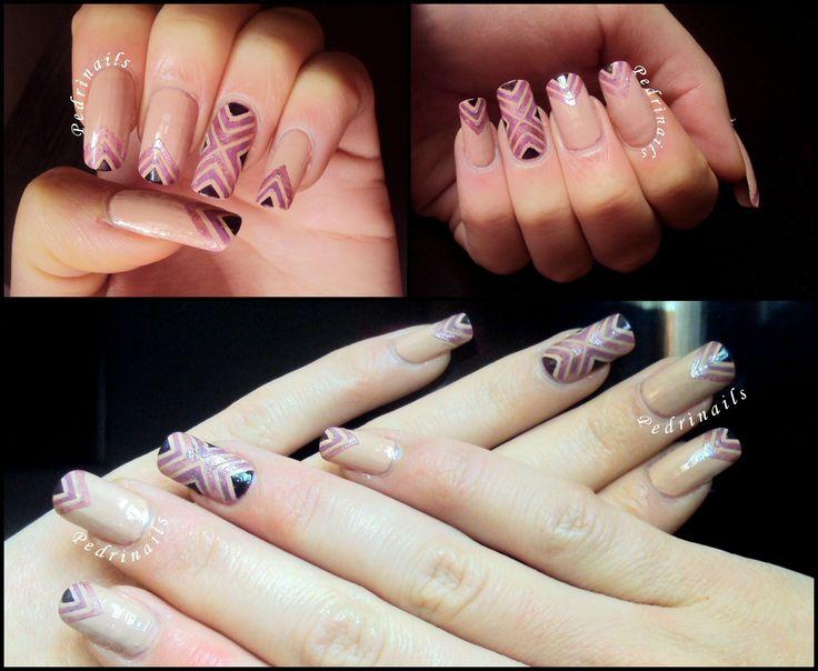 Chevron manicure triangolare con toni del viola su base nude + accent a croce  Purple crossed stripes nail design on bare nails with accent nail