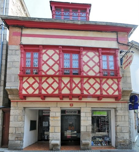 Old house with lots of windows - Paimpol, Fr
