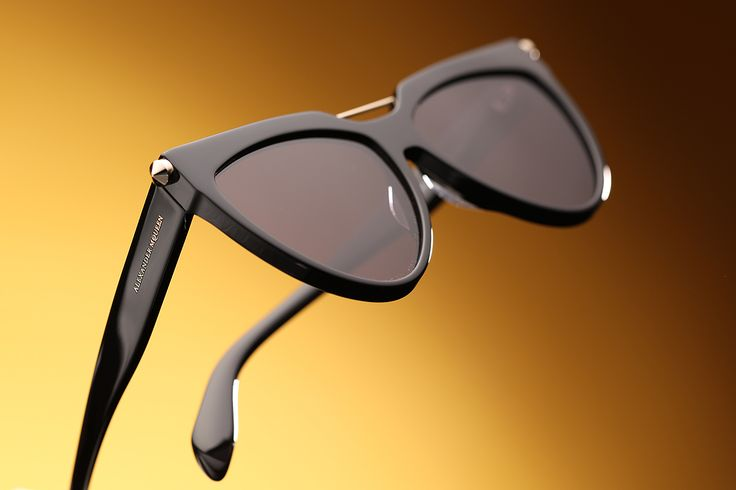 Old school chic! Nouveau look! McQueen sunglasses