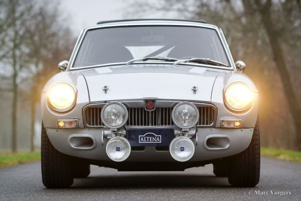 MG MGB GT V8 rally car, 1975 - Classicargarage - NL