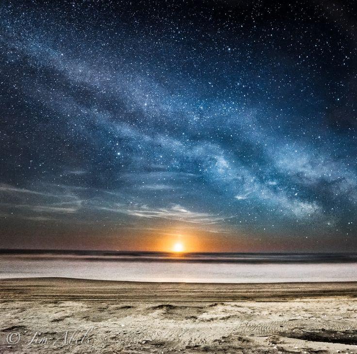Moonrise and the Milky Way.Джимом Абельсом в Оушен-Сити