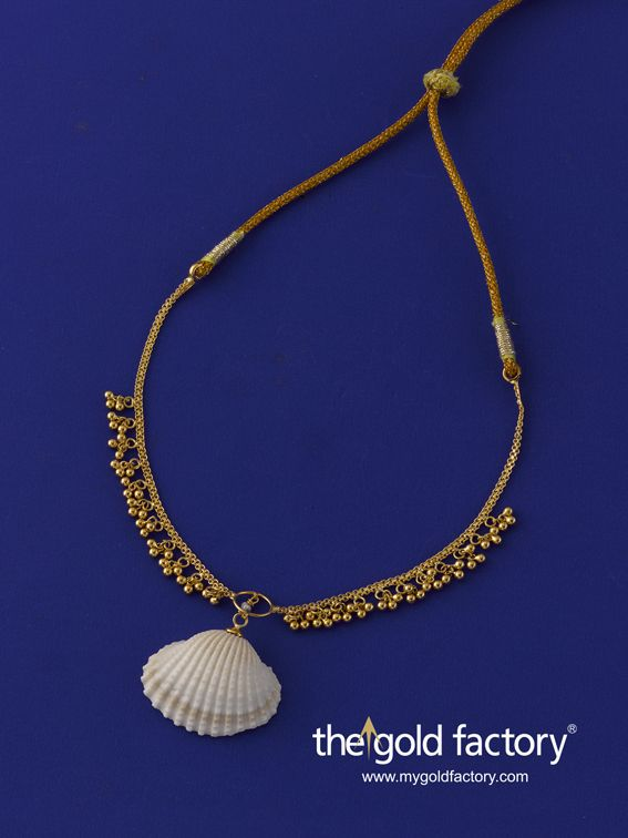 If ever The Little Mermaid were to choose her jewellery in the human world it would be from us. This fairy-tale 22K gold necklet with a cockle shell pendant is so,so darling that even we think it's touched by the magic of the seas. The Gold factory Ocean's Jewels Collection is a must have for every lady who likes her gold to be wearable, remarkable and completely individualistic. Weight 11.720 gm and price Rs.25,600/- (approx)
