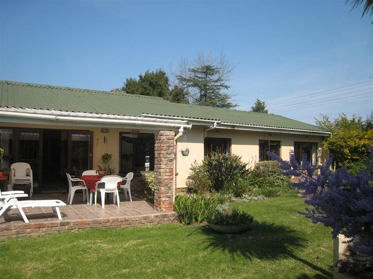 George, Heather Park – R1 295 000. Three bedrooms, two bathrooms & double garage. Call: Donna Meintjes 083 604 0611.