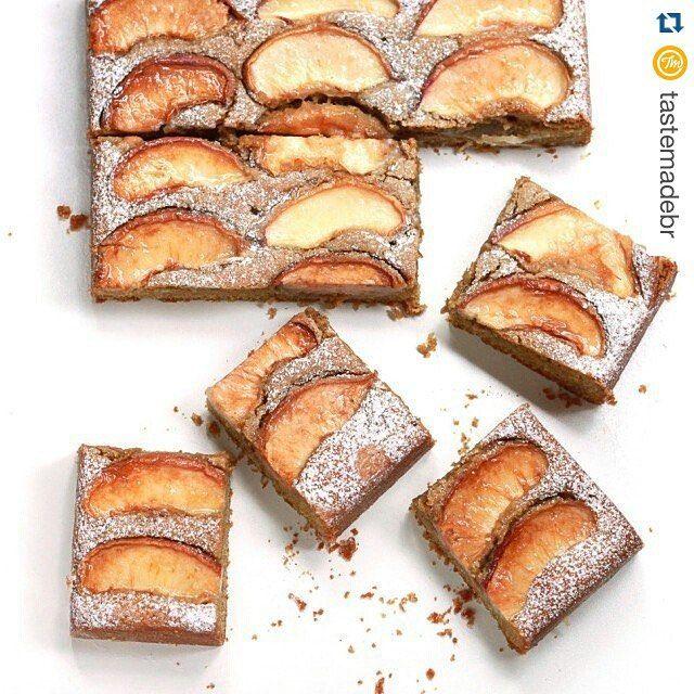 #Repost @tastemadebr with @repostapp. ・・・ Depois do almoço, esse bolo de pêssegos e açúcar mascavo do @thecookieshop é uma sobremesa e tanto! #bolo #bolodepêssego