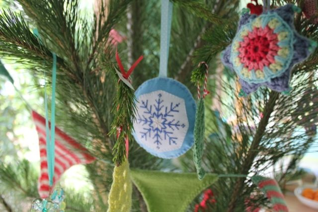little woollie: More decorations......