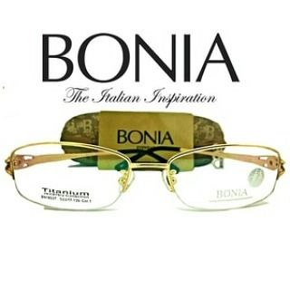 "Frame Kacamata Pria Wanita Bonia BN1853T Authentic Original Asli  Kacamata Bonia BN1853T ""Authentic Bonia Titanium Jewellery Collection""  Being a leader in the Asian leather fashion industry Bonia provides a diverse variety of high quality eyewear.  Spesification : New and High Quality Exclusive 100% authenticity guaranteed Packaging : Come with original packaging Color: Gold Material : Pure Titanium (ringan dan tidak menyebabkan alergi) Size : Lebar Lensa 5.3 cm Hidung 1.7 cm Gagang 13.5 cm…"