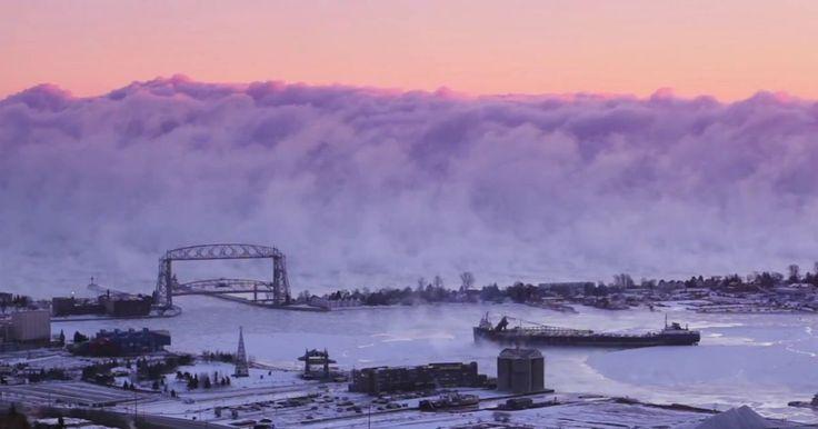 В США пришли морозы, которые вызвали необычное явление наблюдавшееся на озере Верхнем в городе Дулут штат Миннесота, где при температуре -27°C в результате