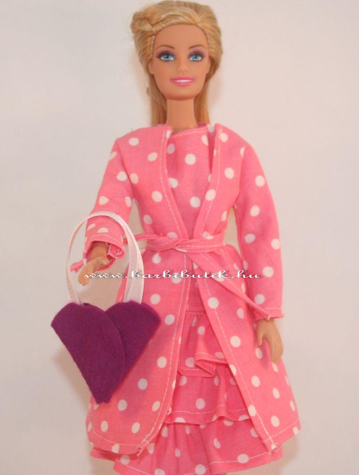 Szívecske alakú kis táska Barbie babának filcből. / Barbie bag made of  felt.