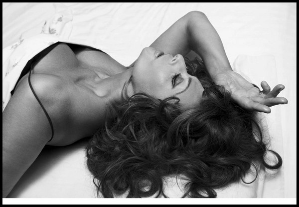 Sophia Loren in 2007 Pirelli calendar - well, i'm love, might be with Photoshop, however... I'm in love.