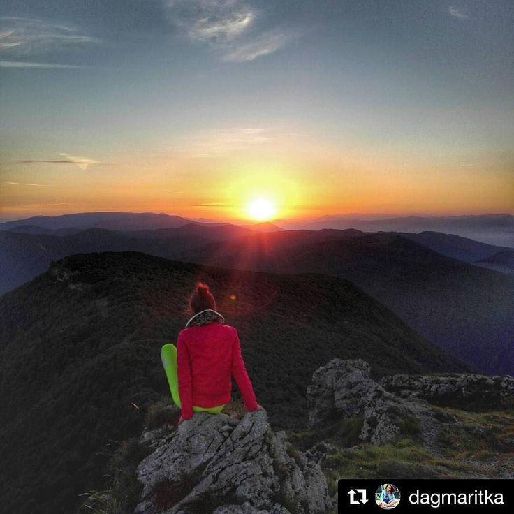 Dobre ranko a krasny dniknas lepsie ani zacat nemohol #praveslovenske od @dagmaritka . #slovakia #slovensko #nahory #folkies #goodideaslovakia #breakfast #goodmorningpost #mountain #mountains #mountainlife #mountainview #mountaingirls #hills #sun #nature #naturewalk #naturelover #naturephotography @pripijam @slovakia.travel